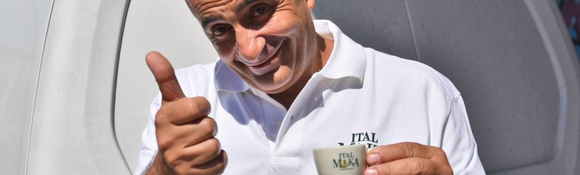 Quanti italiani ogni giorno bevono caffè? Ecco qualche curiosità sul chicco marrone