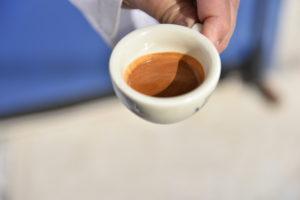 E' importante girare il caffè con il cucchiaino