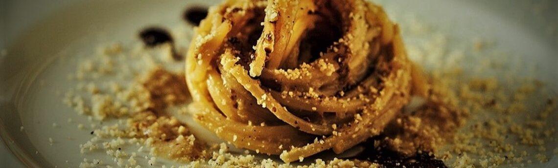 Spaghetti freschi al caffè in polvere con noci e robiola, Ecco una bella ricetta dall'isola di Arturo